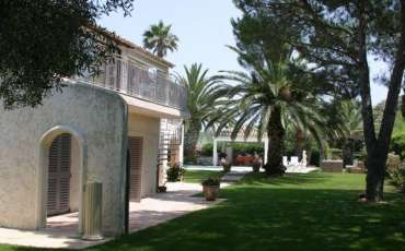 Luxury Saint Tropez Villa Myra side view