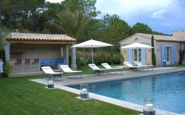 Luxury Saint Tropez Villa Estee pool side