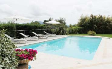 Luxury Saint Tropez Villa Alexia poolside