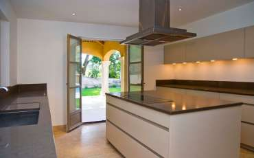 Luxury Saint Tropez Villa Louis XIV kitchen