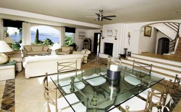Saint Tropez Luxury Villa, diner table