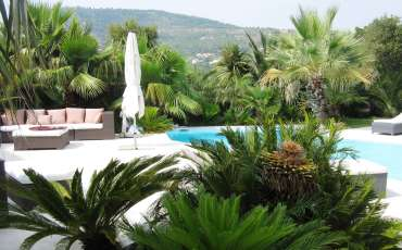 Saint Tropez Luxury Villa Alana garden and pool