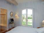 Luxury Villa Rental bleu bed